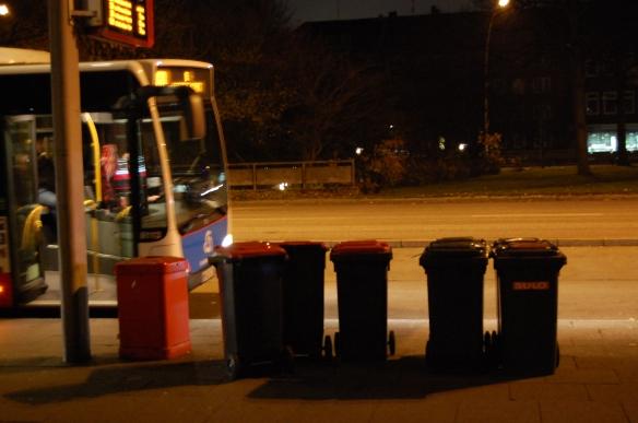 Nachts bei Vollmond in Horn Mülleimer