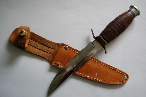Mein Puko, mein Finnmesser. Ja, es ist genau dasselbe Messer wie damals in Griechenland. Ich habe es immer noch. Aber ich benutze es nicht mehr ;)