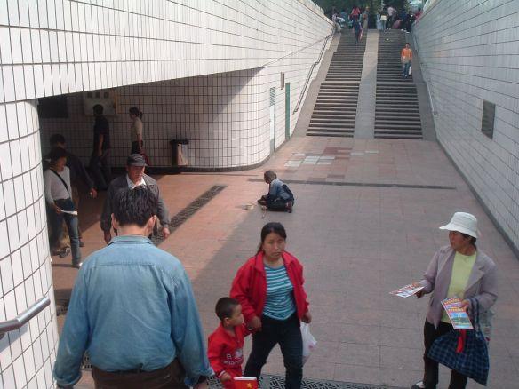 Peking: Bettler an einer der Unterführungen am Platz des Himmlischen Friedens