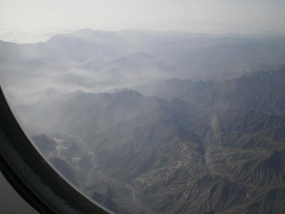 Blick aus dem Flugzeug auf die Berge nördlich von Peking 2011