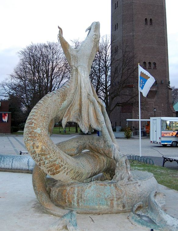Trelleborg: Seeschlange / Trelleborg in Sweden hat a very interesting fountain in its center