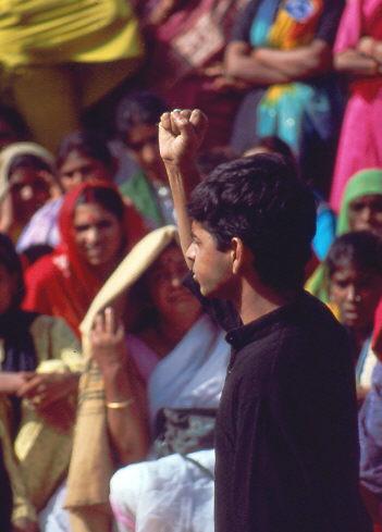 Internationaler Frauentag in Delhi 1992: auch Männer solidarisieren sich mit den Frauen