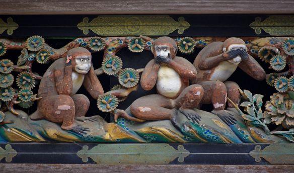 """An einem der Gebäude des Toshogu-schreins findet man auch die berühmte Darstellung der Drei Affen: """"Nichts sehen, nichts hören, nichts sagen"""""""