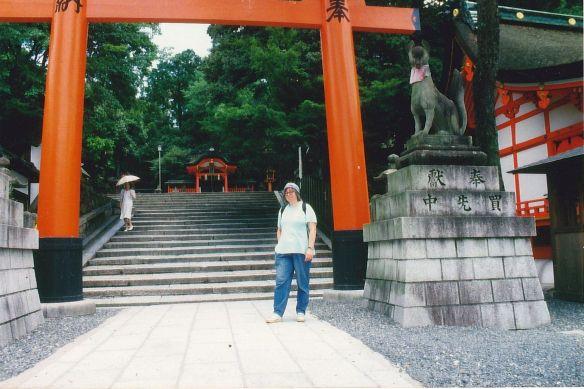Ich vor einem der Roten Tore