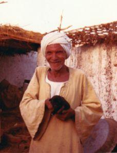 Bauer mit Hundewelpen