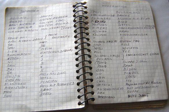 Sprache unterwegs: Mein Büchlein mit den Wörtern in Japanisch und Koreanisch, die ich unterwegs gelernt habe.