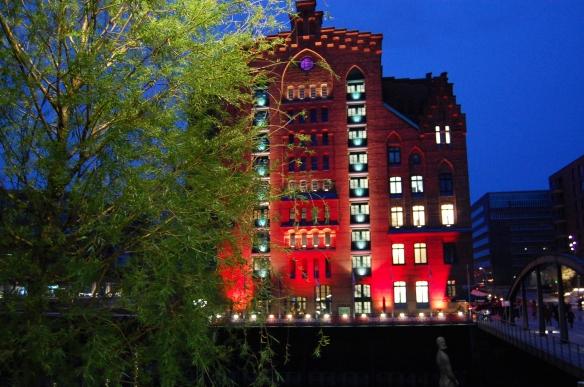 Während der Langen Nacht der Museen im April in Hamburg strahle das Maritime Museum herrlich rot!