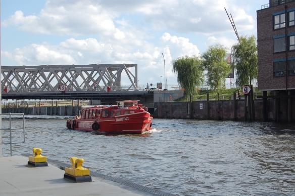 Die rote Barkasse der Maritime Circle Line