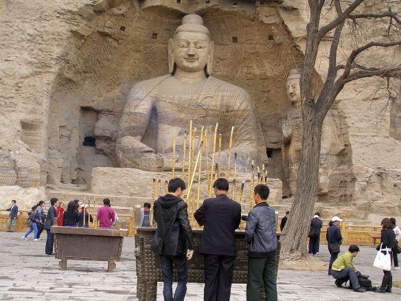 Auch uralte Buddha-Statuen werden immer noch verehrt