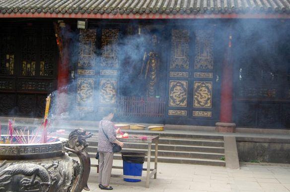 Chengdu: Verhalten im Tempel