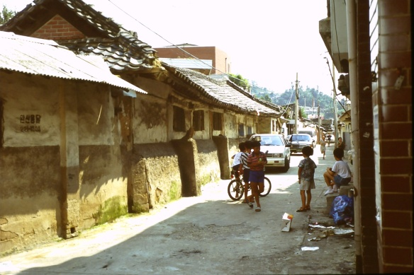 In einer Nebengasse von Jinan. Wahrscheinlich sieht das heute schon lange nicht mehr so aus.